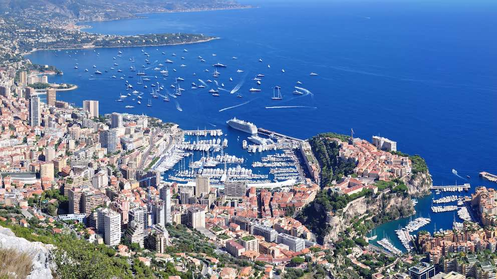Panorama of Monaco seen during a day trip with Sunny Days Prestige Travel. Image courtsey: https://commons.wikimedia.org